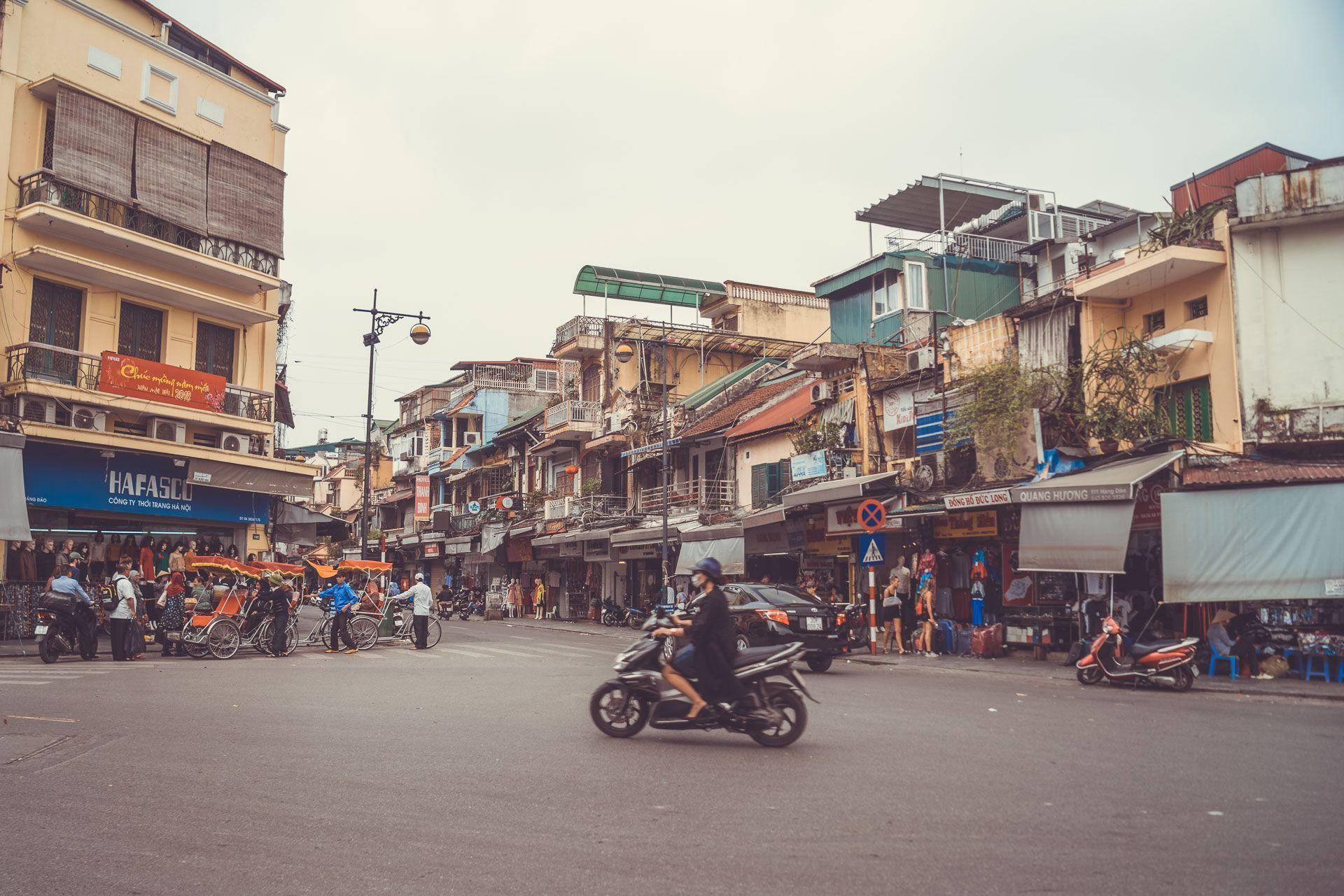 LesVoyageuses-Vietnam-hanoi-tour-vespa-adventures-12
