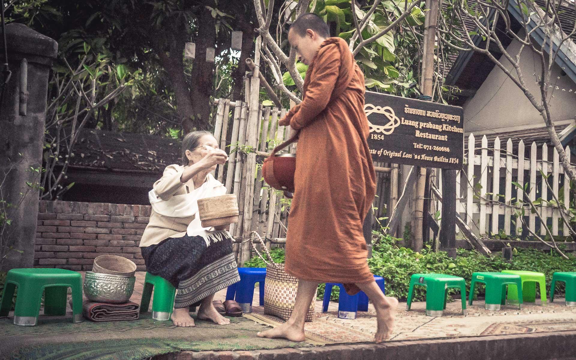 Lesvoyageuses-voyage-laos-luang-prabang-ceremonie-offrandes-13
