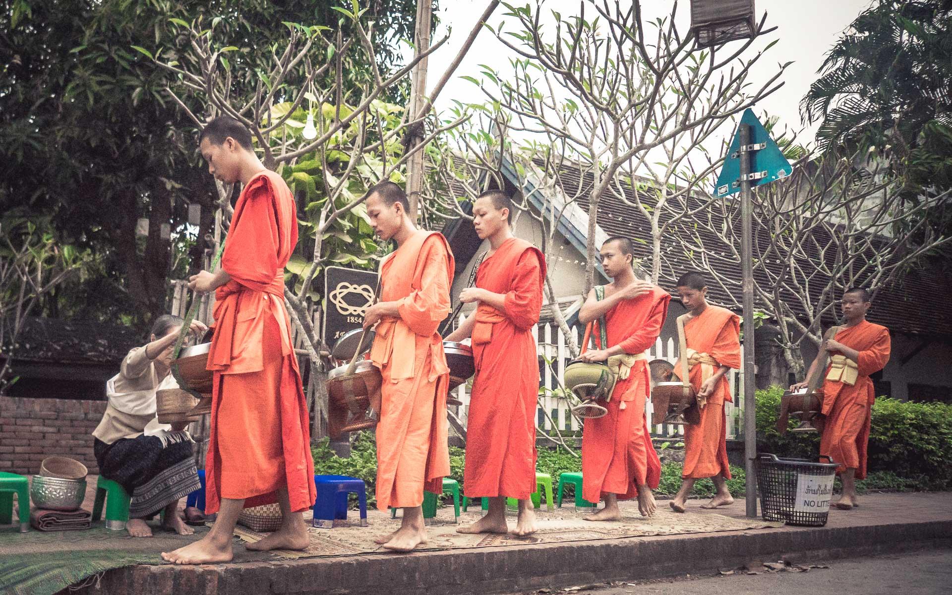 Lesvoyageuses-voyage-laos-luang-prabang-ceremonie-offrandes-16