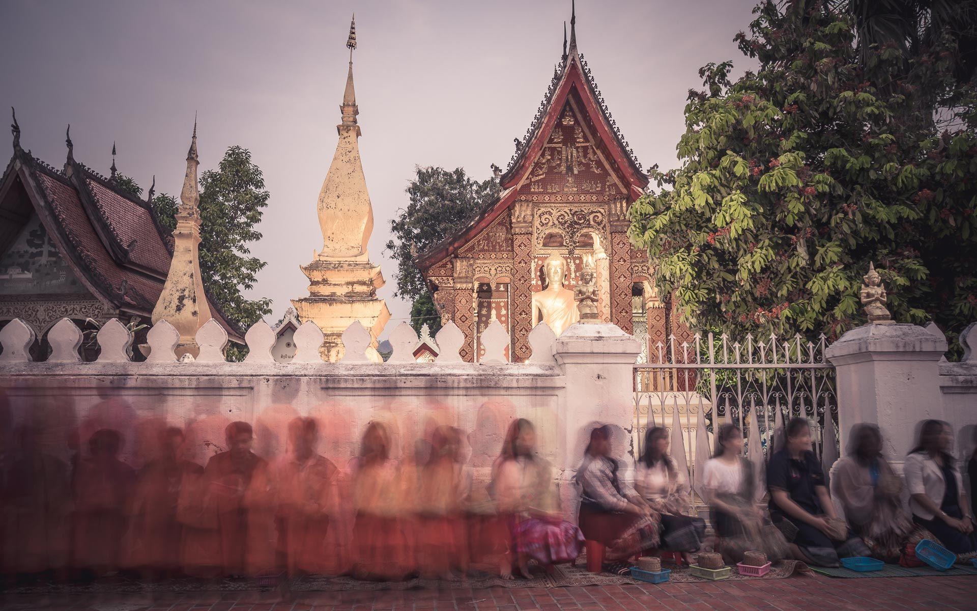 Lesvoyageuses-voyage-laos-luang-prabang-ceremonie-offrandes-4
