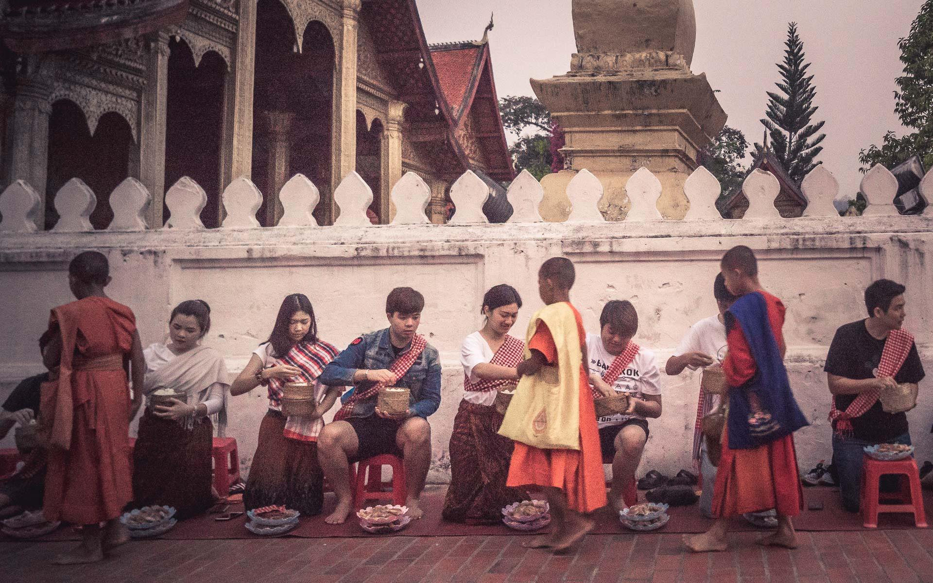 Lesvoyageuses-voyage-laos-luang-prabang-ceremonie-offrandes-6