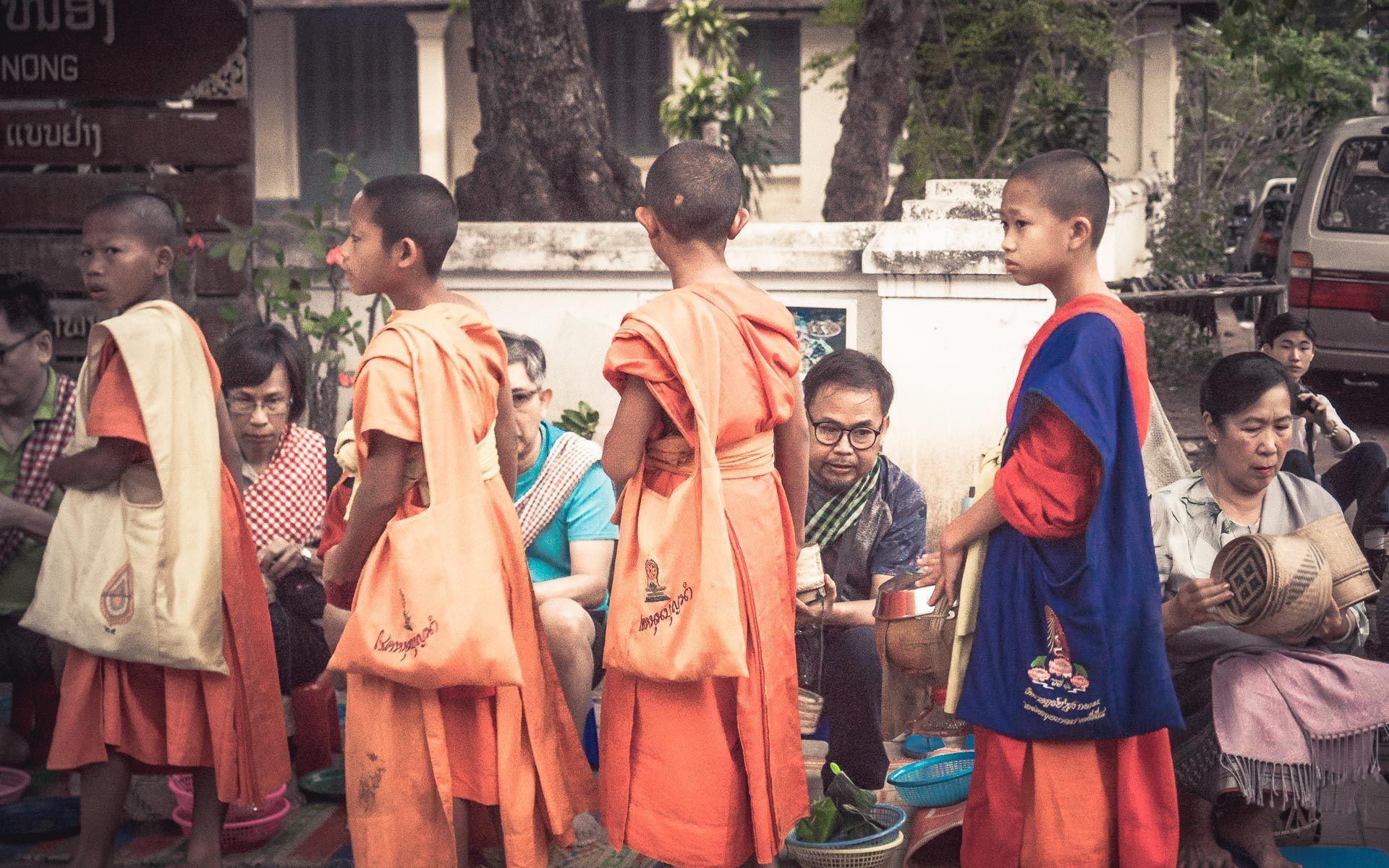 Lesvoyageuses-voyage-laos-luang-prabang-ceremonie-offrandes-8