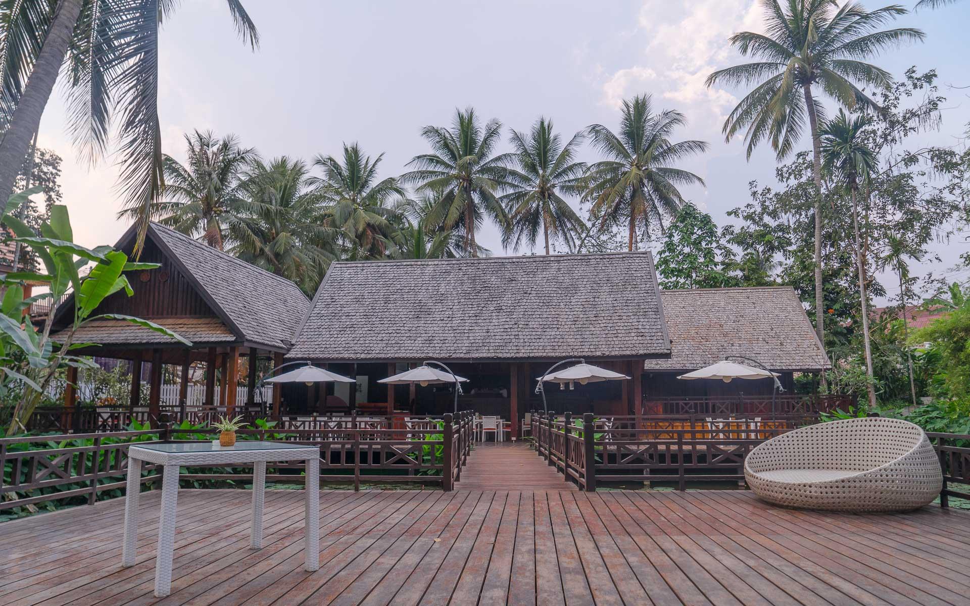 Lesvoyageuses-voyage-laos-luang-prabang-hotel-parasol-blanc-19