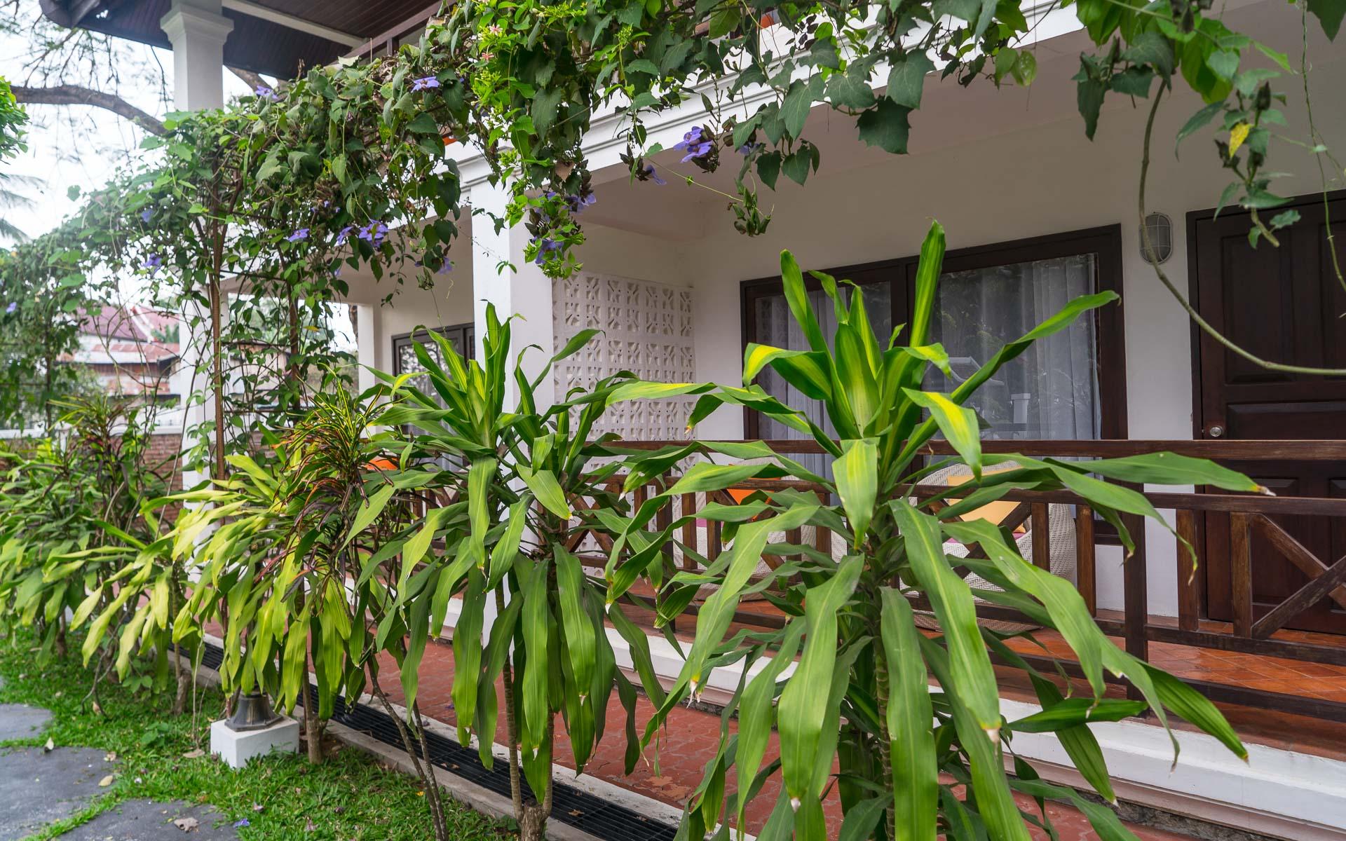 Lesvoyageuses-voyage-laos-luang-prabang-hotel-parasol-blanc-5